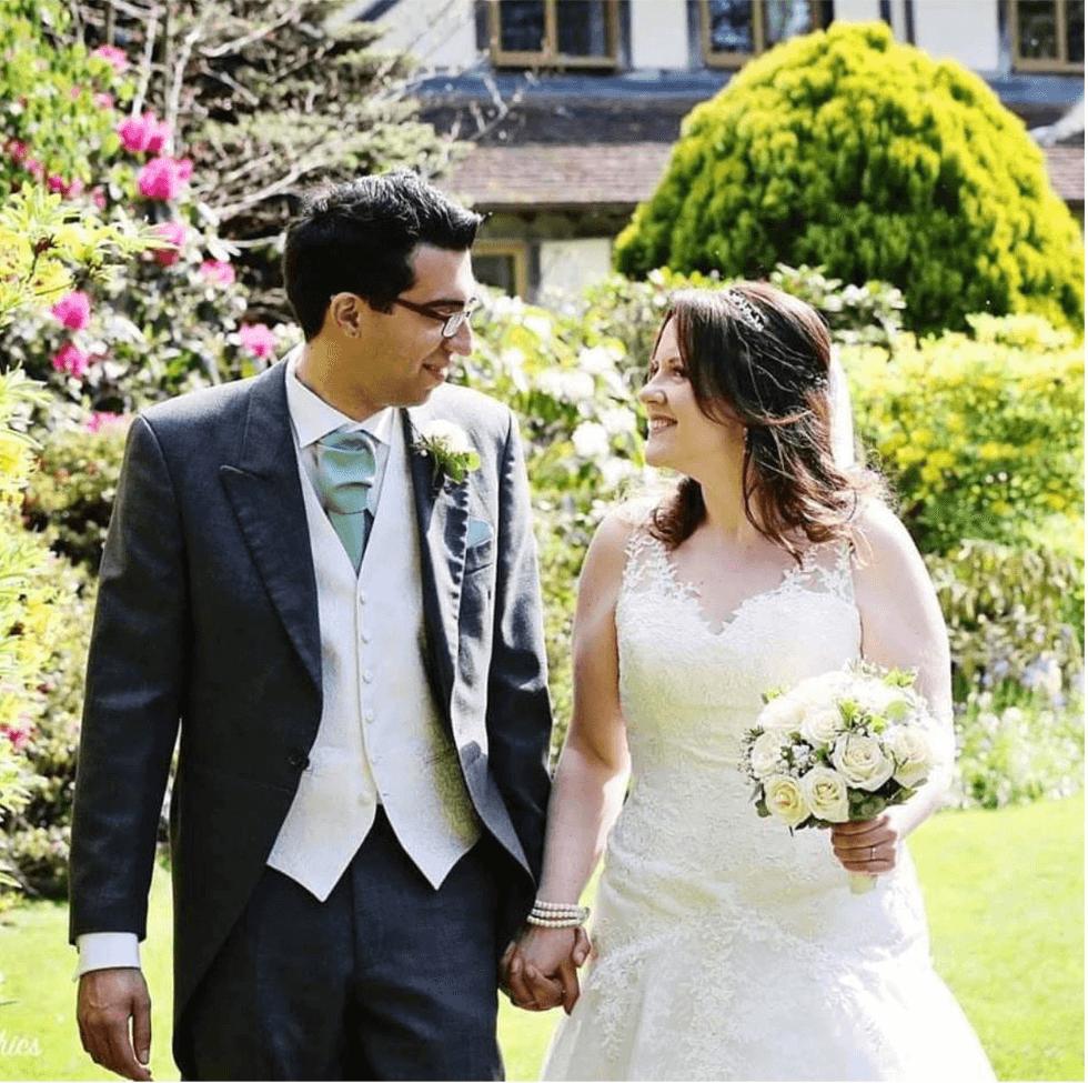 Real bride Sarah in Amanda Wyatt